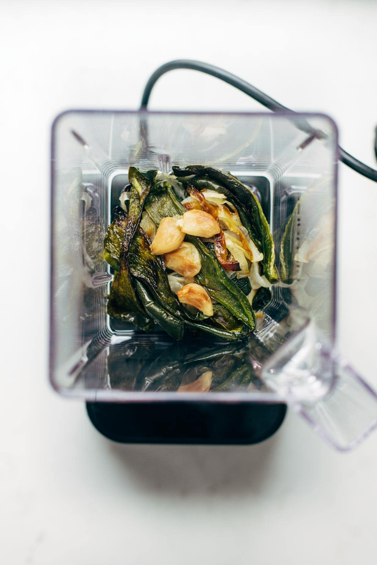 blender of spinach with onions and garlic