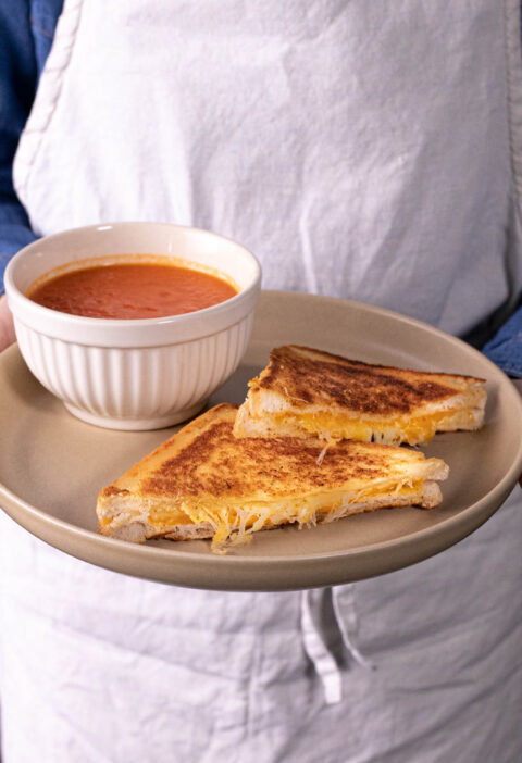 Grilled Cheese-and-tomato soup with 5 ingredients